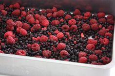 Smulpaj till många med hallon och blåbär