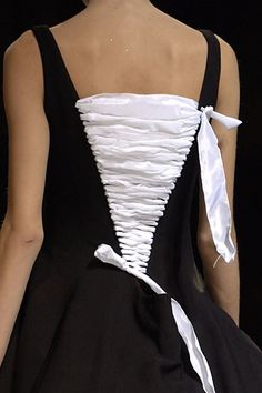 Yohji Yamamoto Spring 2007 Ready-to-Wear Collection Photos - Vogue