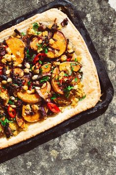 Caramelised Squash and Red Onion Bake Healthy Recipes On A Budget, Healthy Family Meals, Healthy Dinner Recipes, Spring Recipes, Winter Recipes, Roasted Squash Seeds, Veggie Bake, Tray Bake Recipes, Savoury Baking