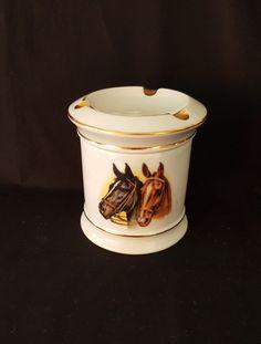Cenicero /Caja de Porcelana de Limoges, con caballos.