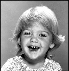 Drew Barrymore - her career started very young, so this is probably JUST before she became famous :o) // Drew was such a cutie as a child Child Actors, Young Actors, Young Celebrities, Celebs, Childhood Photos, Star Children, Famous Women, Famous People, Young Ones