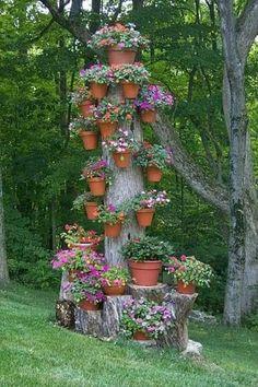 Crie vasos reciclados para o jardim Outdoor Planters, Outdoor Gardens, Outdoor Decor, Natural Landscaping, Backyard Landscaping, Landscaping Ideas, Spring Decoration, Flower Tower, Garden Care
