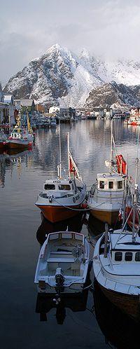 A Islândia é uma país Europeu, mas algumas partes são consideradas territórios americanos (não significa que de fato são!). -- Lofoten ,Kyst-Norge