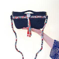 今、人気中上昇の編み物糸「Tシャツヤーン」。100均でも購入できるようになり、とっても身近な素材になりました。そんなTシャツヤーンで夏にぴったりな可愛いポシェットを編んでみませんか?編み物初心者さんにもおすすめの作り方と可愛いデザインのご紹介です☆