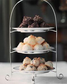 Chocolate Chunk Macaroons - Martha Stewart Recipes, http://www.marthastewart.com/314385/chocolate-chunk-macaroons?center=276956=275448=257137#