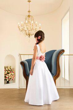 vestido de daminha | Maria Devoz Noivas - Blog Bridesmaid Inspiration, Hair Inspiration, Page Boy, Flower Girl Dresses, Flower Girls, Hairstyle, Wedding Dresses, Cute, Fashion