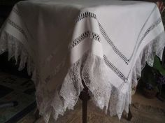 """Stunning Antique Edwardian Hairpin Lace Trimmed Irish Linen Tablecloth 44"""" sq"""