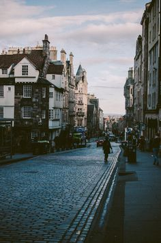Edinburgh, Scotland---walked and walked all over this city. Places Around The World, Oh The Places You'll Go, Places To Travel, Travel Destinations, Places To Visit, Around The Worlds, Wonderful Places, Beautiful Places, Edinburgh City