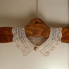 Free pattern via Ravelry: Scalloped Crochet Collar pattern by Patricia Hodson. I wonder if grandma could help me with this. Crochet Collar Pattern, Col Crochet, Crochet Lace Collar, Crochet Motifs, Crochet Shoes, Thread Crochet, Crochet Crafts, Crochet Clothes, Crochet Stitches