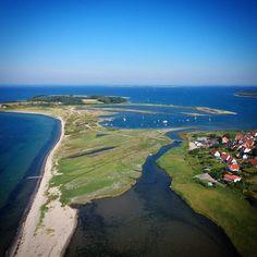 Torø og Torø Huse set i engleperspektiv  #visitfyn #fyn #nature #visitdenmark #naturelovers #nofilter #natur #denmark #danmark #dänemark #landscape #nofilter #assens #mitassens #vildmedfyn #fynerfin #drone #visitassens #instapic #picoftheday #beach #sommer #sky #september #sea #strand #torø #sailing