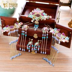 Cute Jewelry, Hair Jewelry, Asian Hair Pin, Chinese Hairpin, Neck Accessories, Princess Hairstyles, Jewelry Drawing, Fantasy Costumes, Chinese Clothing