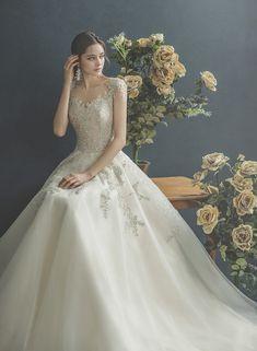 Pretty Wedding Dresses, Princess Wedding Dresses, Wedding Gowns, Top Destination Weddings, Fancy Gowns, Wedding Girl, Elegant Dresses For Women, Youre My Person, Fantasy Dress