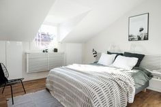 Gravity home, Source: Alvhem Mäkleri Scandinavian Interior Bedroom, Scandinavian Home, Home Bedroom, Bedroom Decor, Studio Decor, Gravity Home, Studio Apartment Decorating, Home Trends, Beautiful Bedrooms