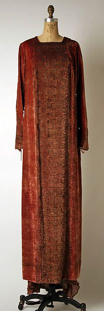 Evening dress (image 1) | Mariano  Fortuny | Italian | early 20th century | silk | Metropolitan Museum of Art | Accession Number: 1970.154