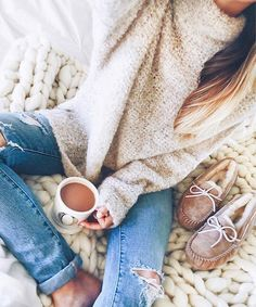 cozy turtle neck sweater | light wash ripped denim jeans | coffee | chunky knit blanket
