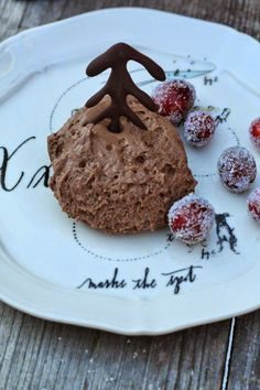 Gingerbread mousse with cranberries Cranberry Cake, Cranberry Recipes, Dessert Simple, Christmas Desserts Easy, Holiday Cakes, Vegan Gingerbread, Almond Cakes, Köstliche Desserts, Fudge Recipes
