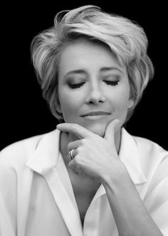 Best Short Haircuts for Women 2014 – Latest Bob HairStyles. This Emma Thompson and she looks beautiful! Modern Short Hairstyles, Mom Hairstyles, Best Short Haircuts, Popular Haircuts, Everyday Hairstyles, Layered Haircuts, Hairstyle Ideas, Celebrity Hairstyles, Sophisticated Hairstyles