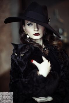 ~Black Cat Society~ Mysterious & Beautiful are those who love black cats.for they are creatures of grace,magic power and love. Pin Up Retro, Look Retro, Cat People, Dita Von Teese, Pierre Balmain, Dark Beauty, Gothic Beauty, Mode Style, Belle Photo