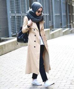 trench coat hijab outfit- Long and modest hijab outfits http://www.justtrendygirls.com/long-and-modest-hijab-outfits/