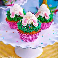 Bunny Butt Cupcakes - almost too cute to eat! | ButtercreamBlondie.com #cupcakes #Easter