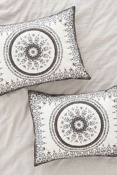 Plum & Bow Effie Medallion Sham Set - Urban Outfitters