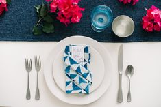 9 Creative Napkin Folding Techniques to Elevate Your Dinner Table - RMBO Collective, Diy Abschnitt, Cloth Napkin Folding, Folding Napkins, We Make Up, Linen Napkins, Dinner Table, Spice Things Up, Wedding Table, Tablescapes, Creative