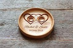 Personalisierte Holz Hochzeit Träger Ringkissen von LVwoodworks