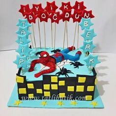 Örümcek Adam Temalı Pasta
