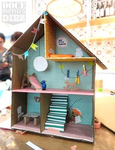 Look at this cardboard house! The kids would LOVE this! Cardboard Dollhouse, Cardboard Crafts, Diy Dollhouse, Dollhouse Furniture, Easy Crafts For Kids, Projects For Kids, Diy For Kids, Carton Diy, Diy Bebe