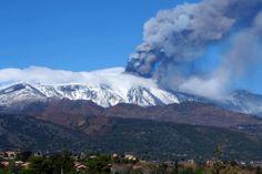 Etna, nuova eruzione: le foto della nube di cenere lavica04