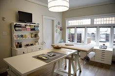 50Amazing and Practical Craft Room Design Ideas and Inspirations_02