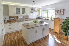 3 Ways to Complement a Butcher Block Countertop in Your Kitchen - Hardwood Lumber Company Butcher Block Countertops Kitchen, Wood Backsplash, Küchen Design, House Design, Interior Design, Updated Kitchen, New Kitchen, Kitchen Renovation Design, Independent Kitchen
