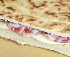 Un pane antichissimo tipico dell'Umbria, la torta al testo