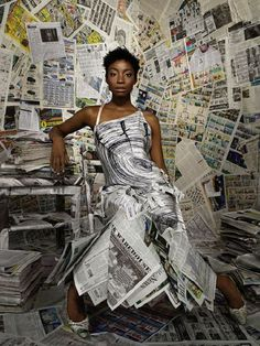 Best America's Next Top Model Photoshoots list - recycle. Model Pictures, Model Photos, American Top Model, Kreative Portraits, Newspaper Dress, America's Next Top Model, Eco Friendly Fashion, Recycled Fashion, Africa Fashion