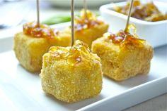 Tortilla de patatas rebozada con mermelada de cebolla #Recetas Hojiblanca #Saludables https://www.facebook.com/Hojiblanca