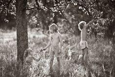 32 Stunning Black And White Photographs Of Childhood Innocence. - http://www.lifebuzz.com/summertime/