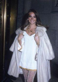 very 70's beautiful - Natalie Wood