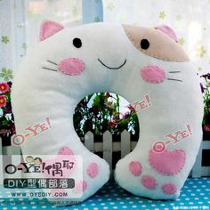 Use as an idea for one of those rice micro heated things Cat Crafts, Animal Crafts, Diy And Crafts, Softies, Plushies, Felt Cat, Creative Crafts, Fabric Crafts, Chiffon