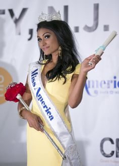Nina Davuluri poses after being crowned Miss America 2014