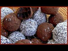 Baileys Irish Cream Dark Chocolate Truffles Ingredients Dark chocolate grams) Butter grams) ¼ cup of cream Baileys table spoons) Coconut flakes (enough for coating) Hot chocolate powder (enough for coating) Chocolate Baileys, Dark Chocolate Truffles, Chocolate Powder, Sweets Recipes, Candy Recipes, Desserts, Bar Recipes, Diet Recipes, Baileys Balls Recipe