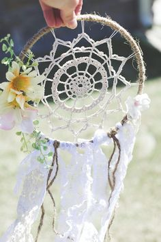 Simple Crochet Pattern for Dreamcatcher -- If you love the delicate, boho style of a dreamcatcher, here are 10+ dreamcatcher tutorials for you to try to make your own!