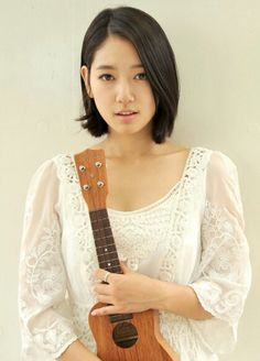 How cute and innocent does Park Shin Hye look here! Cute Hairstyles For Short Hair, Trendy Hairstyles, Girl Hairstyles, Asian Hairstyles, Park Shin Hye, Korean Beauty, Asian Beauty, Korean Bob, Flower Boy Next Door