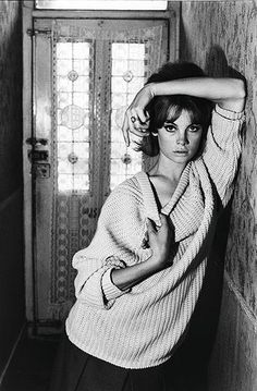 David Bailey, Jean Shrimpton at 91 Heigham Road, Museum no. © Victoria and Albert Museum, London / David Bailey Jean Shrimpton, Foto Fashion, Fashion Shoot, Trendy Fashion, Fashion Vintage, High Fashion Poses, Urban Fashion, Latest Fashion, Fashion Trends