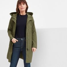 This water-resistant anorak is an adaptable midweight layer that transitions as easily as the weather changes.