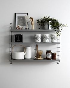 When teaching set design at Beckmans College of design in Stockholm, String Furniture's set designer Lotta Agaton gave her students the assignment to style a String Pocket. This is the work of Eva Torkelson. String Regal, String Shelf, My New Room, Potpourri, Interiores Design, Home And Living, Living Room, Simple Living, Interior Styling