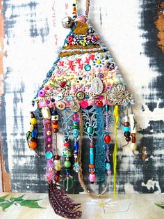 Transcendental Amulet by AllThingsPretty on Etsy Textiles, Arts And Crafts, Diy Crafts, Fabric Jewelry, Textile Jewelry, Fabric Art, Fabric Books, Metal Flowers, Textile Art