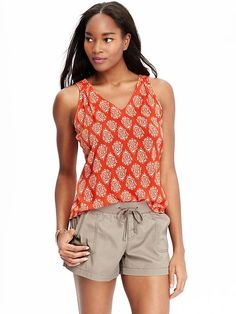 Women's Sleeveless V-Neck Tops Product Image