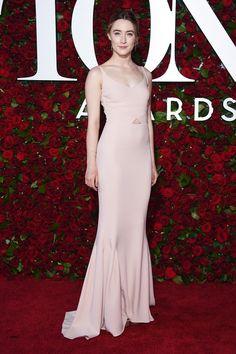 Saoirse Ronan in blush pink Stella McCartney at the 2016 Tony Awards.  Photo: Getty