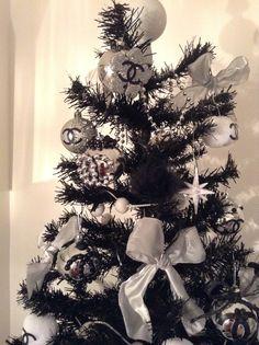Christmas tree // sapin de noel Chanel By Clara Giua http://www.dresshall.ru/catalog/chanel/