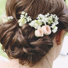 Sneak peak at a pic from a post I'm working on about by sisters wedding #weddinghair #weddingflowers #stocks #babysbreath #londonblogger #weddingblogger #weddingblog #weddingwednesday